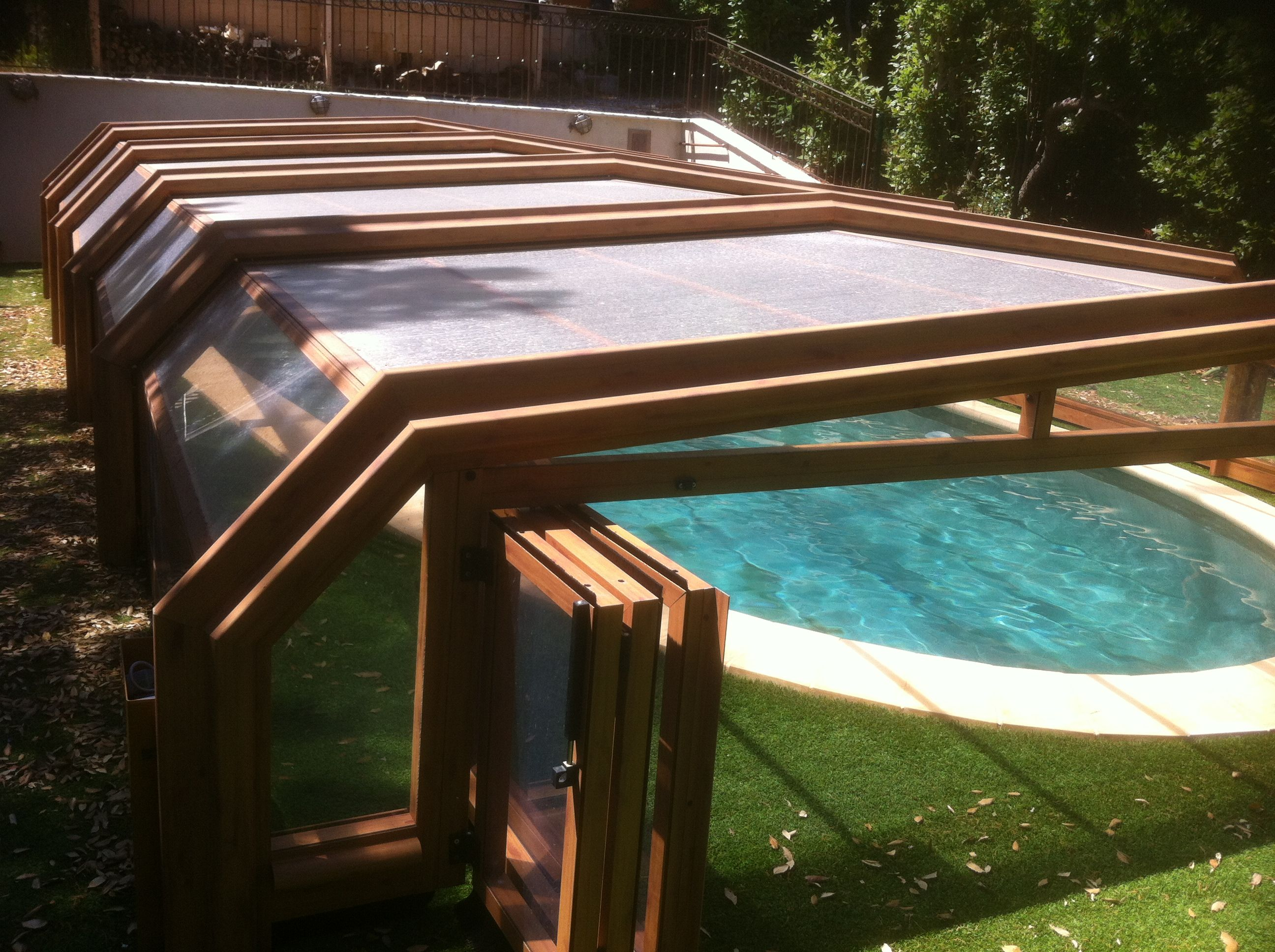 entretien abri de piscines atlantika et motorisation serem. Black Bedroom Furniture Sets. Home Design Ideas
